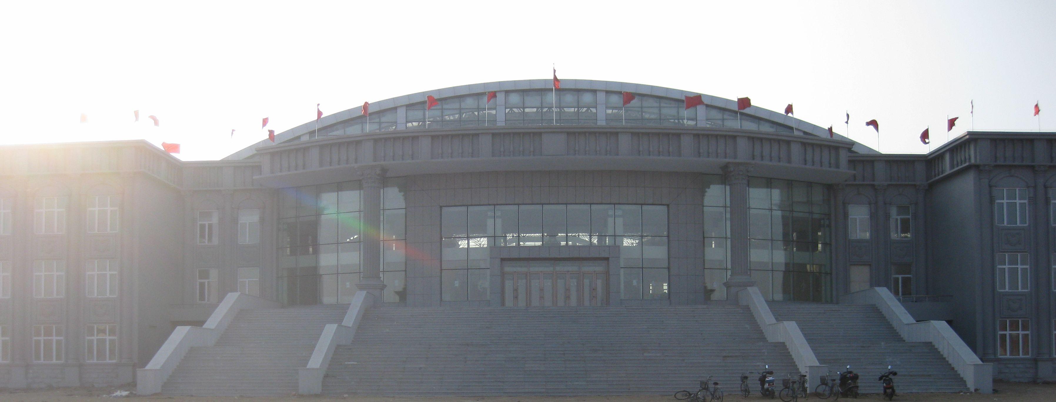 文体中心场馆占地面积108000㎡,为仿欧式